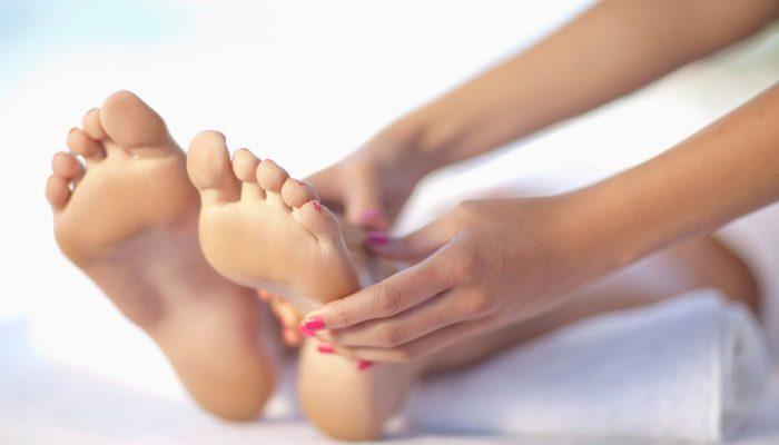 Кровавая мозоль на ноге: причины и лечение