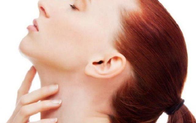 Шишка под челюстью на подбородке: почему появилась и болит под кожей на горле и на нижней челюсти? Как убрать уплотнение?